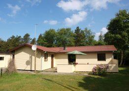 Autentisk sommerhusstemning i et hyggeligt feriehus i Vejers. Kat. nr.:  50735, Gøgevej 2;
