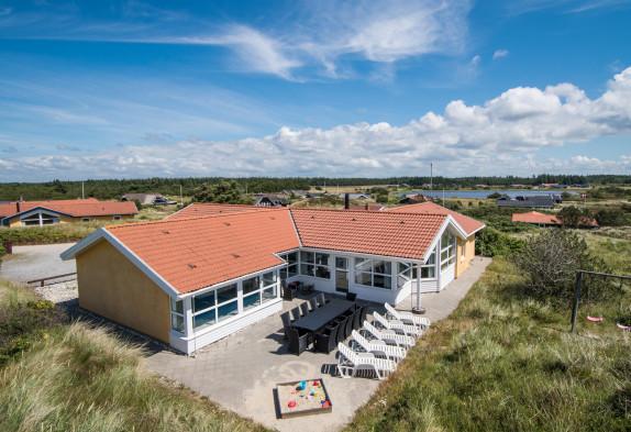 Energiesparendes Poolhaus für 12 Personen auf Dünengrundstück