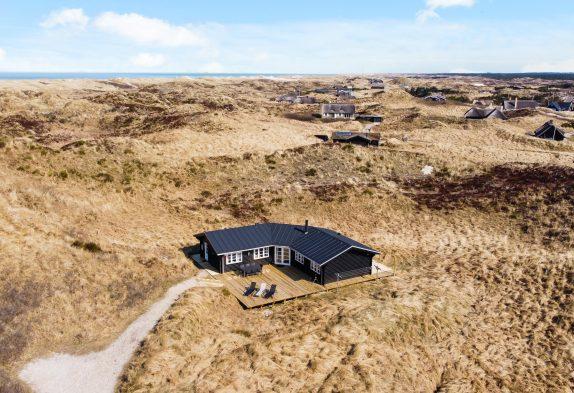 Strandnahes Ferienhaus mit Whirlpool und Sauna auf ungestörtem Grundstück