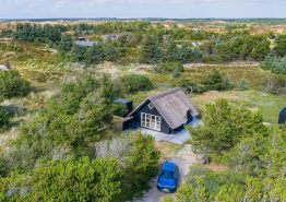 Lyst og venligt sommerhus med dejlig strandnær beliggenhed. Kat. nr.:  52041, Lyngvej 16;