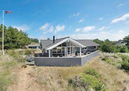 Skønt feriehus tæt på havet med sauna, spa og hund tilladt. Kat. nr.:  52043, Lyngvej 18;