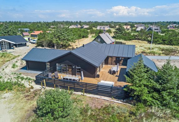 Exklusives Poolhaus mit Aussenwhirlpool, Sauna und Aktivitätsraum