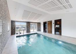 Eksklusivt, strandnært poolhus med udespa, sauna og aktivitetsrum (billede 3)