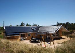 Hyggeligt og centralt træsommerhus med sauna og spa