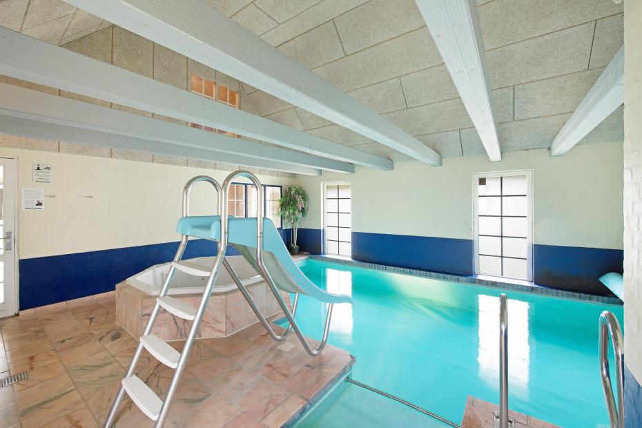 Grosses Poolhaus für 12 Personen mit Whirlpool, Sauna und ...