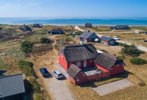 Reetgedecktes Ferienhaus mit Extras in strandnaher Lage