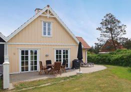 Hyggeligt træsommerhus til 4 personer med spa og sauna