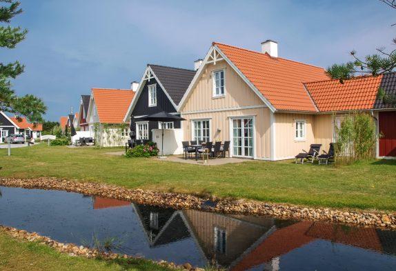 Bo centralt i dette feriehus i Blåvand med sauna og spabad
