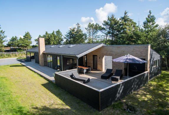 Lækkert luksussommerhus med sauna, spa og stort aktivitetsrum