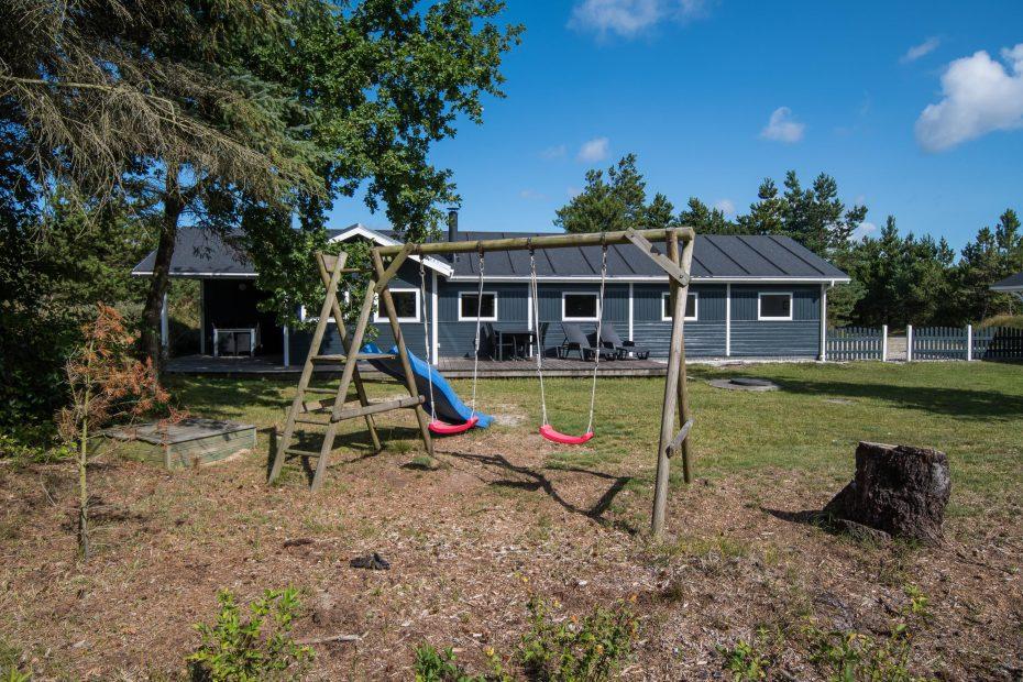 modernes ferienhaus mit sauna whirlpool und trampolin im garten esmark. Black Bedroom Furniture Sets. Home Design Ideas