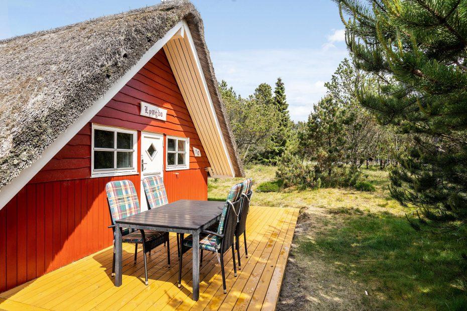 idyllisch gelegenes haus mit gro em grundst ck kaminofen. Black Bedroom Furniture Sets. Home Design Ideas