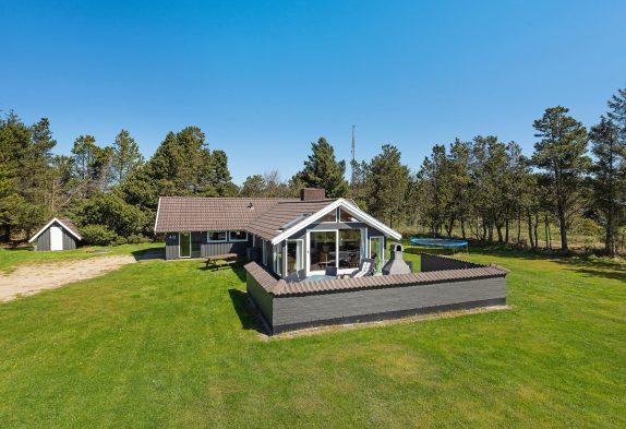 Hyggeligt feriehus med sauna og lækkert udeareal