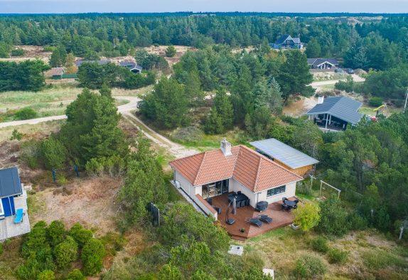 Schönes Ferienhaus mit Kaminofen auf grossem Naturgrundstück
