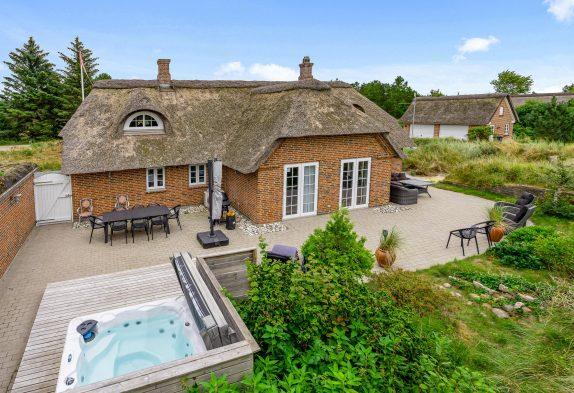 Stilvolles Ferienhaus mit Außenwhirlpool und Billard