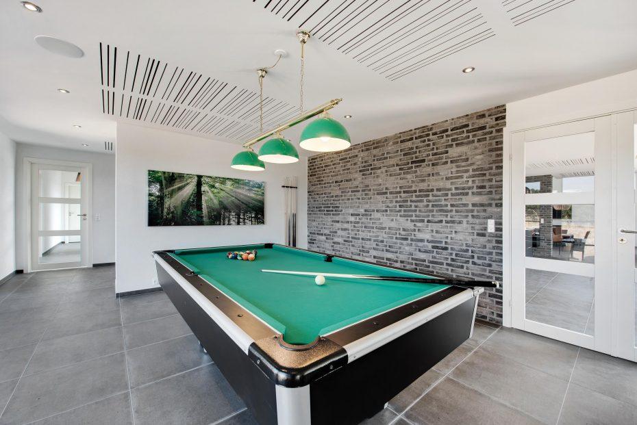einzigartiges luxus haus mit pool in einer tollen umgebung esmark. Black Bedroom Furniture Sets. Home Design Ideas