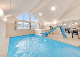 Luxusferienhaus mit Pool und Aktivitätsraum (Bild 2)