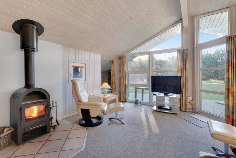 holzhaus mit sauna whirlpool und gro em naturgrundst ck esmark. Black Bedroom Furniture Sets. Home Design Ideas
