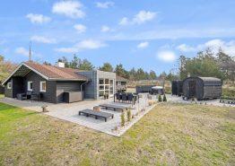 Flot sommerhus med sauna, vildmarksbad og skønt udeareal. Kat. nr.:  60169, Hedetoftvej 86;