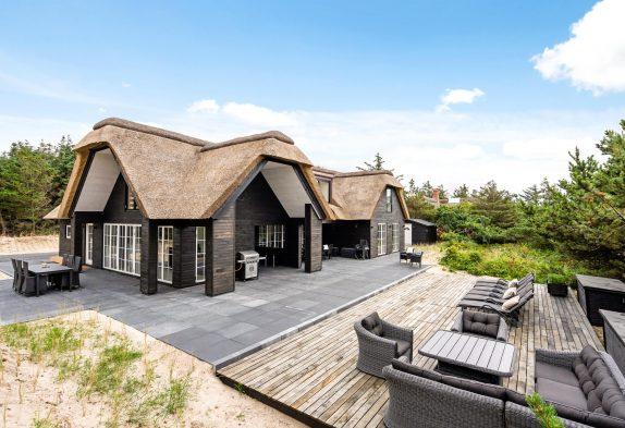 Luxuriöses Poolhaus mit Außenwhirlpool, nur 200 m zum Strand