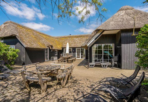 Grosses Poolhaus mit Whirlpool und Sauna – nur 250 m zum Strand