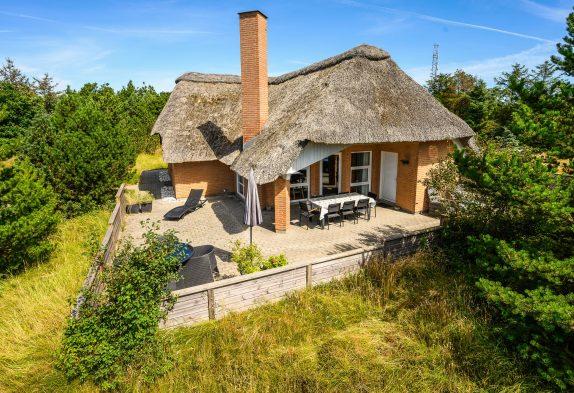 Gepflegtes Ferienhaus in Sackgassenlage, 1 Hund – 400 m Strand