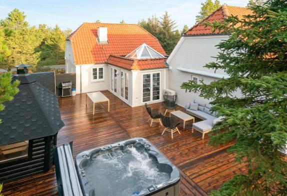 Aktivitätshaus mit Außenwhirlpool, Sauna und Grillhütte in Blåvand