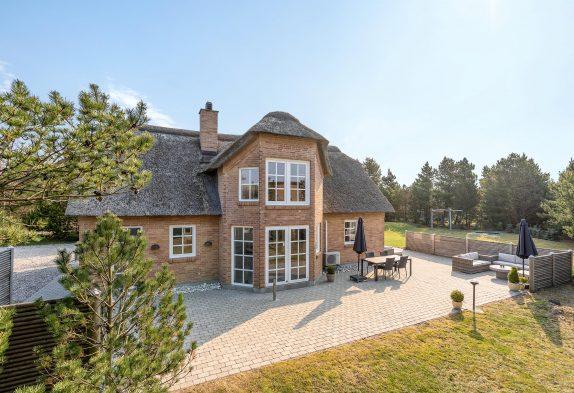 Sommerhus til 8 personer i Blåvand med sauna, spabad og stor have