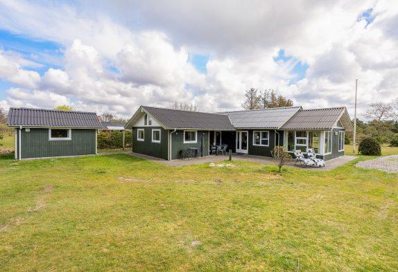Familienfreundliches Sommerhaus zentral in Blåvand, 400 m Strand