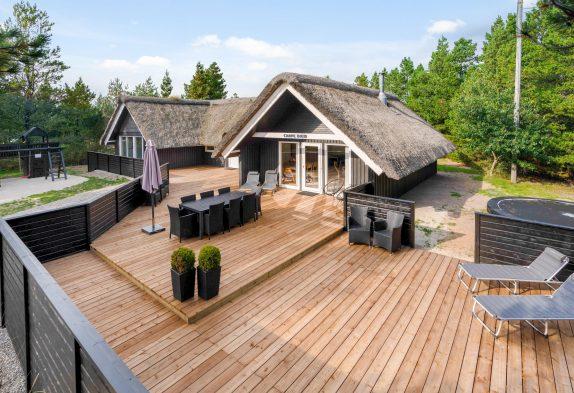 Lækkert poolhus i Blåvand med udespa, spabad og sauna