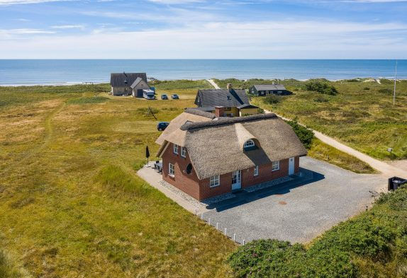 Schönes Ferienhaus mit Meerblick inBlåvand, nur 75 m zum Strand