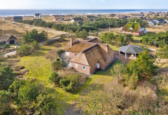 GroßesPoolhaus in Toplage–nur 200 m zum Strand–inBlåvand
