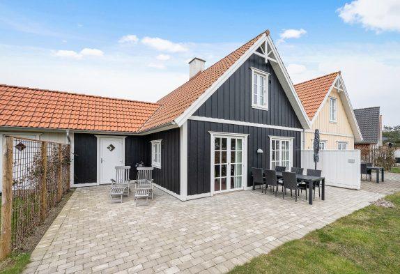 Zentral gelegenes Ferienhaus in Blåvand mit Sauna und Whirlpool
