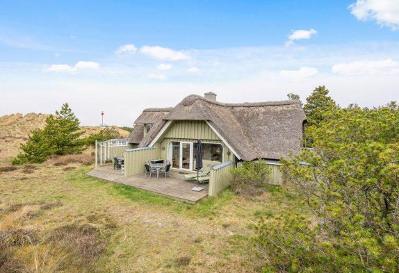 Traditionelles und gut eingerichtetes Reetdachhaus mit Kamin