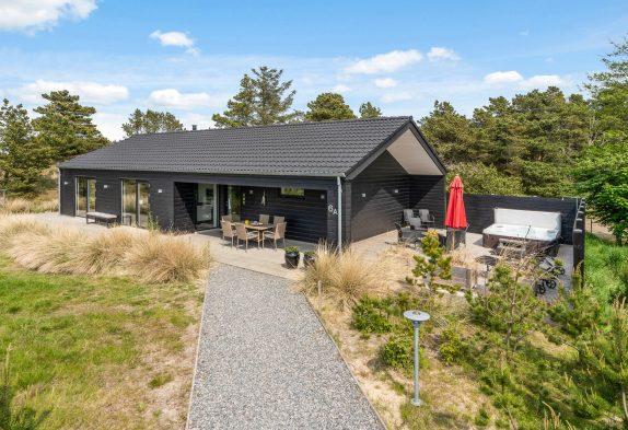 Exclusives Ferienhaus mit Außenwhirlpool mitten in Blåvand