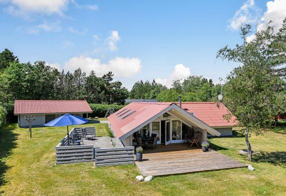 Lichtdurchflutetes Ferienhaus mit Kamin und tollem Ausblick inHo