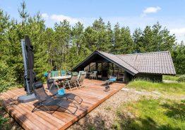 Typisches Holzferienhaus in geschützter Lage für Naturliebhaber (Bild 1)