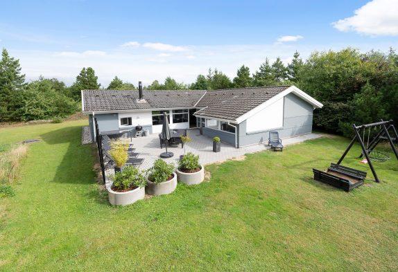Poolsommerhus med sauna og spabad i Ho tæt på Blåvand