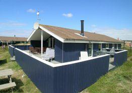 Gepflegtes Ferienhaus mit geschlossener Terrasse. Kat. nr.:  A1473, Arvidvej 142;