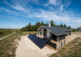 Feriehus med lukket terrasse ? tæt på klitter og strand