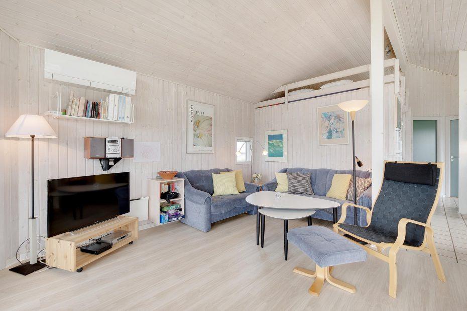 sch nes ferienhaus mit sauna und whirlpool esmark. Black Bedroom Furniture Sets. Home Design Ideas