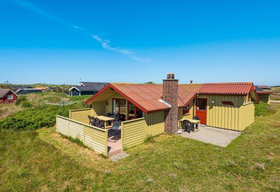 Hyggeligt sommerhus i Bjerregård kun 450 meter fra Vesterhavet