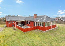 Fint 10 pers. hus med spa, sauna og aktivitetsrum, ideelt til 2 familier. Kat. nr.:  B2025, Kirksvej 59;