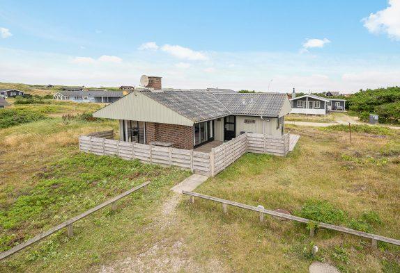 Schönes Ferienhaus 400 m vom Strand, mit guter Terrasse