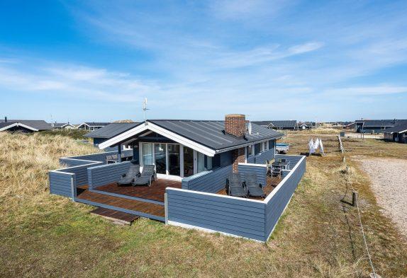 Gemütliches Ferienhaus mit Kamin und Sauna – 150 m vom Strand