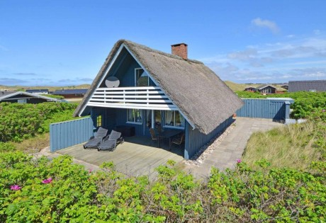 Typisches Reetdachhaus in Bjerregard, Dänemark, für jedes Wetter