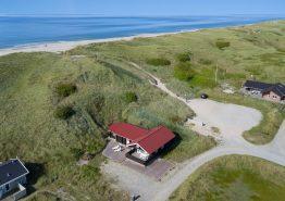 Skønt bjælkehus med sauna tæt på Vesterhavet i Danmark. Kat. nr.:  B2160, Bjerregårdsvej 388;