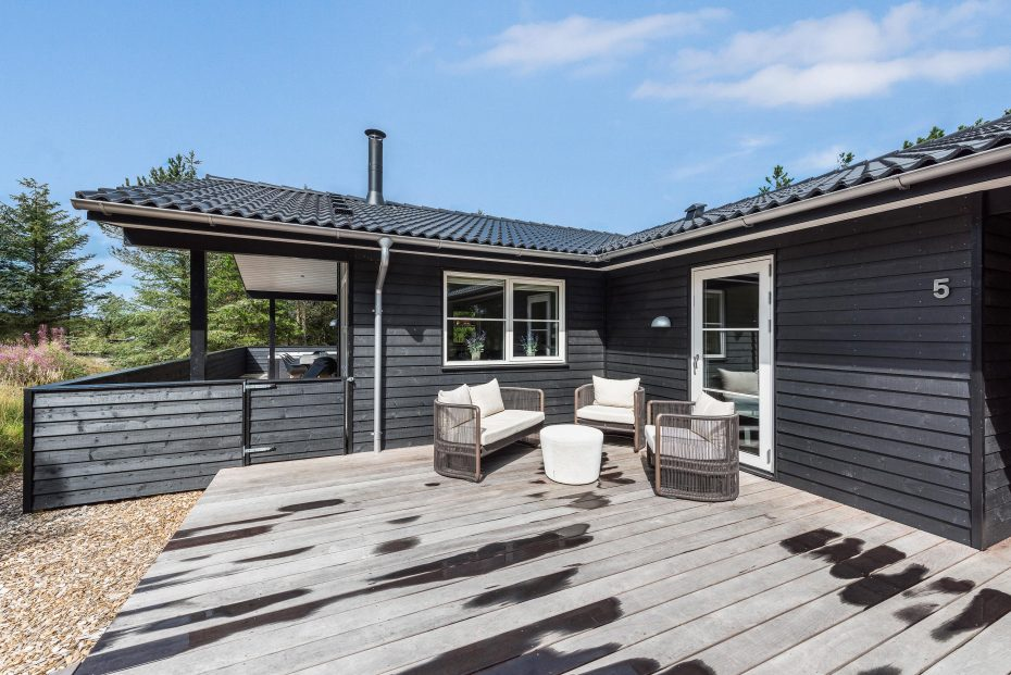 qualit tshaus mit geschl terrasse 2 hunde erlaubt. Black Bedroom Furniture Sets. Home Design Ideas