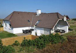 Ferienhaus mit eingezaunter Terrasse und Sandkiste