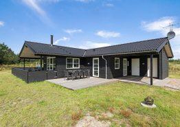 Einladendes Ferienhaus mit geschlossener Terrasse. Kat. nr.:  B2277, Bilbergsvej 15