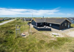 Luxusferienhaus mit Whirlpool und Sauna auf Naturgrund. Kat. nr.:  B2392, Bjerregårdsvej 348;